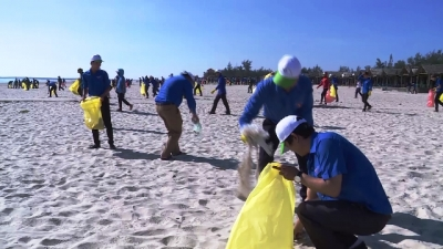 Quang Tri launches beach clean-up campaign