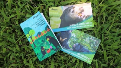 Two publications launched to protect bears in Vietnam