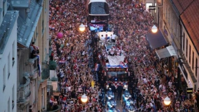 Croatia takes to streets to toast soccer team's historic run
