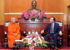VFF vice president greets Lao Buddhist official