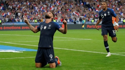 France's Giroud ends goal drought in style in 2-1 win over Dutch