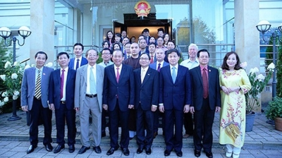 Deputy PM meets overseas Vietnamese in Poland