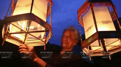 Age-old artisan keeps the glow of 'keo quan' lanterns alive