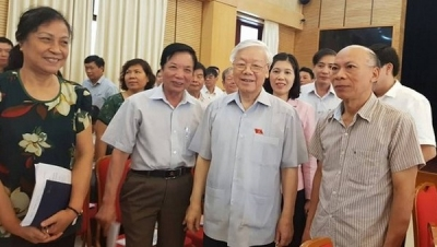 Party leader meets voters in Hanoi