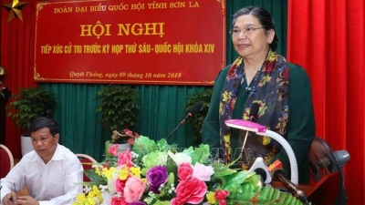NA Standing Vice Chairwoman Tong Thi Phong meets voters in Son La