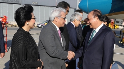 PM Nguyen Xuan Phuc and spouse begin official visit to Austria