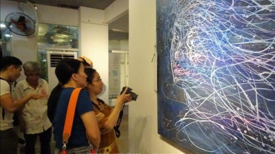 Exhibition celebrates Vietnam-France diplomatic ties
