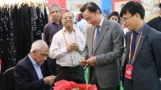 Vietnam firms attend sixth India International Silk Fair
