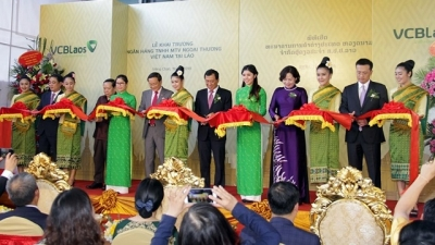 Vietcombank opens first overseas subsidiary in Laos