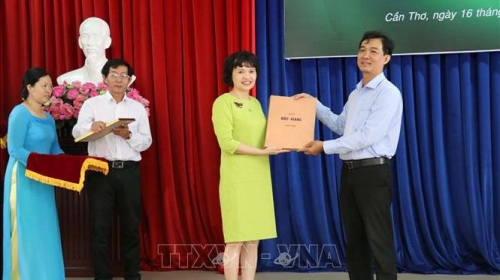 Nearly 1,000 documents and objects presented to Vietnam Press Museum