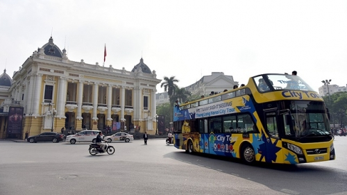 New double-decker tour offers new option to discover Hanoi