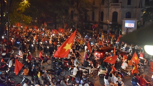 Vietnam fans flood the streets after team enters AFF Cup 2018 finals