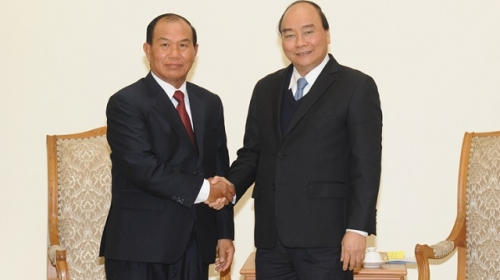 PM Nguyen Xuan Phuc receives Lao Justice Minister Xaysy Santivong