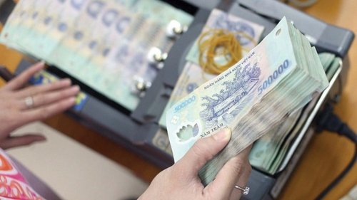 Four Vietnamese banks cut rates to boost economy