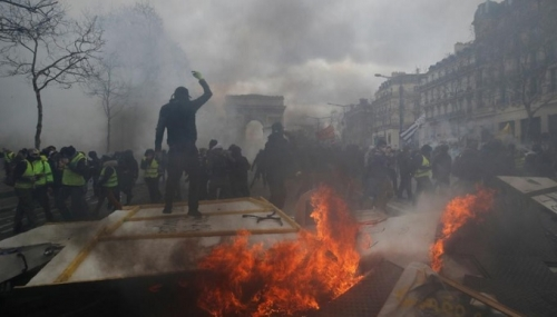 France at risk of economic downturn as Yellow Vests protests resurge