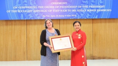 US activist presented with Friendship Order
