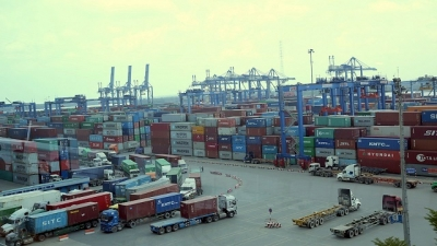 Vietnam maintains trade surplus in first four months of 2019
