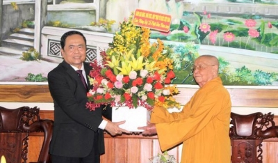 Front leader congratulates Buddhist dignitaries on Buddha's birthday