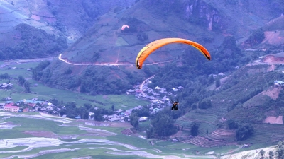 Paragliding festival kicks off in Yen Bai