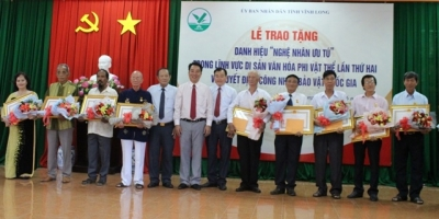 Outstanding artisans in intangible culture field honoured