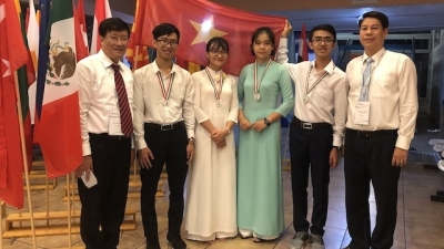 Vietnamese students bag four medals at international biology contest