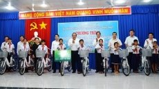 Permanent Deputy PM presents gifts to locals in Tay Ninh's Tan Bien district