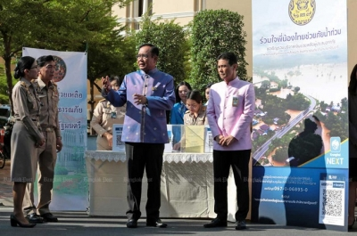 Thai prime minister makes personal donation to flood victims