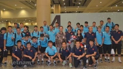 Vietnam's national football squad welcomed in Indonesia