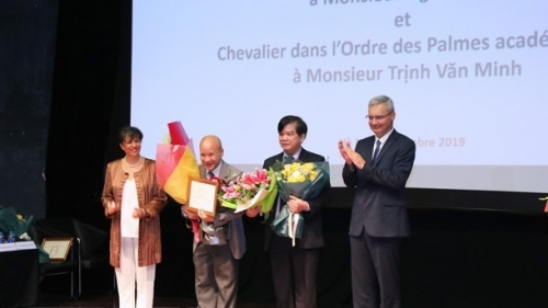 Vietnamese scholars awarded French accolade