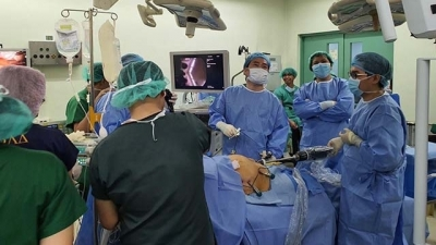 Vietnamese doctors support Filipino hospital with robot-assisted surgery