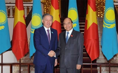 PM Phuc receives chairman of Kazakhstan's lower house