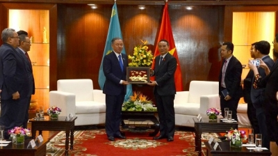 Kazakhstani top legislator visits Da Nang
