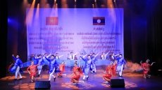 Gala performance in Vientiane celebrates Vietnam-Laos friendship