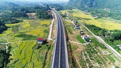 Bac Giang-Lang Son Expressway opens to traffic, free for one month