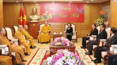 Party official receives Vietnam Buddhist Tet delegation