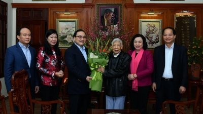 Hanoi leaders pay Tet visits to former Party and State leaders
