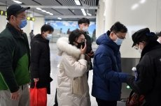 China extends Spring Festival holiday to contain coronavirus outbreak