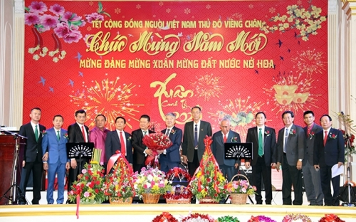 Vietnam, Laos firmly move forward to jointly build a bright future