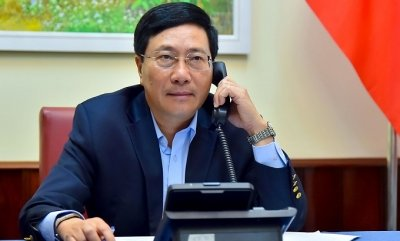 Deputy PM Minh holds phone talks with Philippine Foreign Secretary