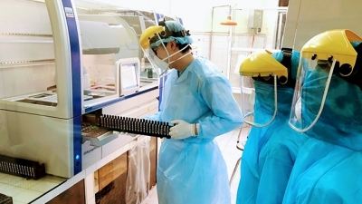 Health Ministry: Vietnam has enough biological products for COVID-19 testing