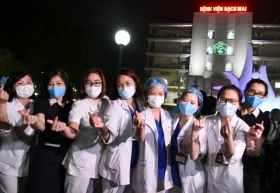 Bach Mai Hospital's medical staff and patients rejoice as quarantine order lifted