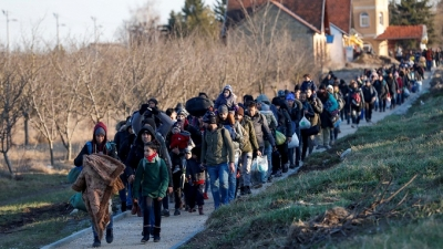 "EU pushes hard to resolve the ""problem of migrants"""
