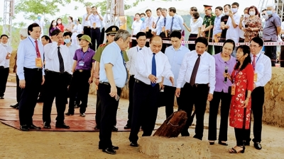PM Phuc attends launching ceremony to preserve historical relic