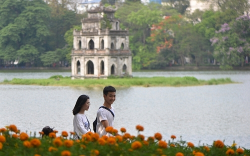 Pedestrian streets around Hoan Kiem Lake resume operation