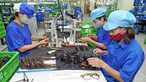 Vietnam needs to boost public spending for economic recovery