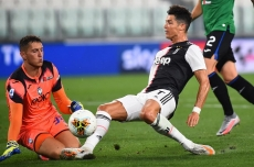 Ronaldo penalties salvage 2-2 draw for Juve against Atalanta