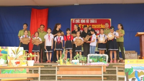 Winners of children's contest on bear protection honoured