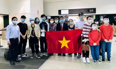 More Vietnamese citizens brought home from US and Japan