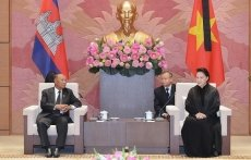 NA Chairwoman Ngan hosts Cambodian counterpart