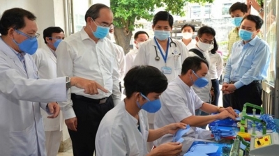 Second global COVID-19 wave offers valuable lessons for Vietnam: Politburo member